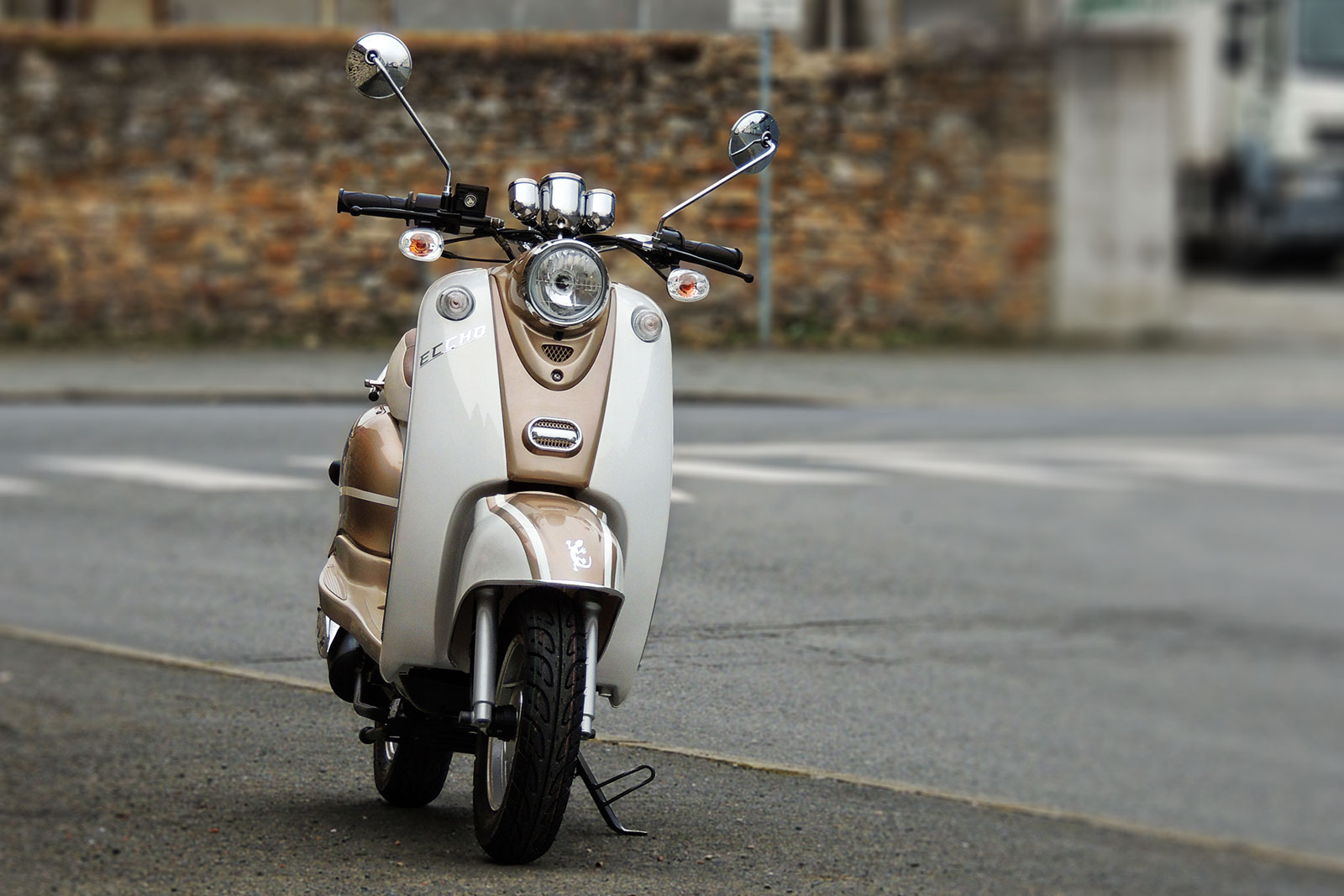 SCOOTER-50-ECCHO-RETRO-GOLD-01